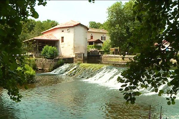 La Dronne s'étend sur 200 km, née en Haute-Vienne elle se jette dans l'Isle en Gironde, à Coutras
