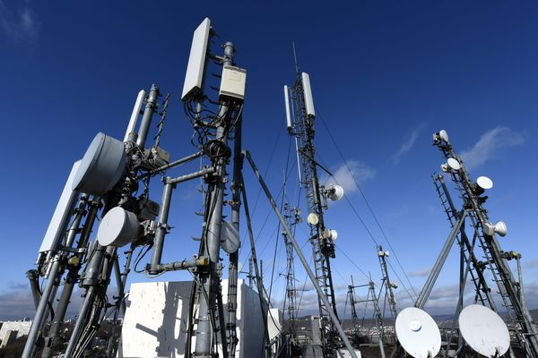 Des antennes assurant le réseau mobile.
