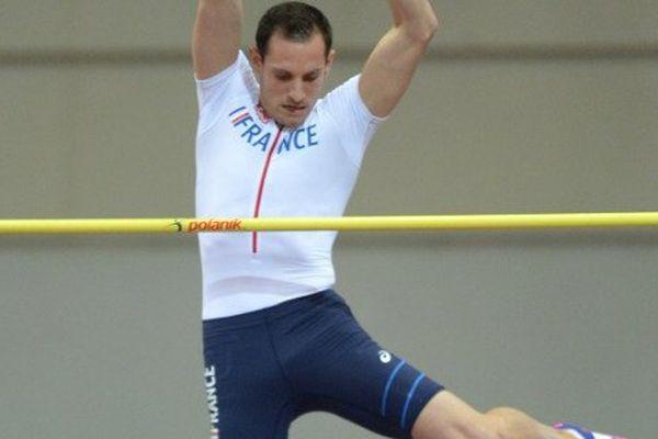 Renaud Lavillenie, lors de son saut au championnat d'Europe en salle à Prague