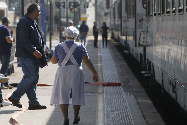 un train bloqué en gare de Lourdes. Photo d'illustration