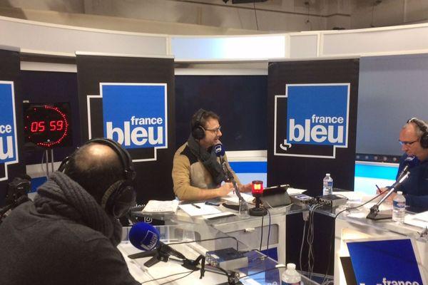 Les studios provisoires de Bleu Isère à France3Alpes
