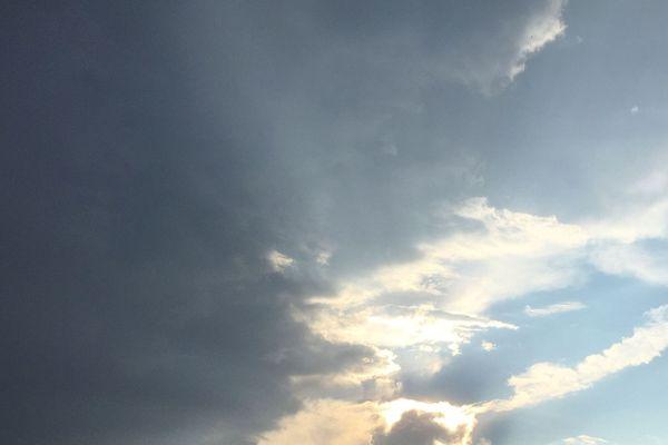 Météo France a placé les départements d'Auvergne-Rhône-Alpes en vigilance orange en raison d'un risque d'orages violents. L'épisode orageux est prévu dès 14 heures jusqu'au samedi 21 juillet, à 6 heures.
