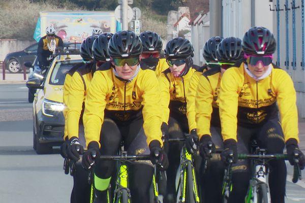 Les féminines de l'équipe cycliste de Charente-Maritime roulent aux couleurs des Bagnards.