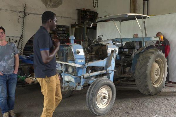 Millau - Après une remise à niveau mécanique, ce tracteur partira dans la région de Kaolack au Sénégal. 2021.
