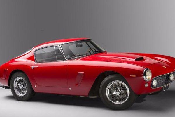 La Ferrari 250 GT Berlinetta SWB de 1961 à atteint la somme de 7,6 millions d'euros aux enchères Artcurial à Le Mans Classic le 9 juillet 2016