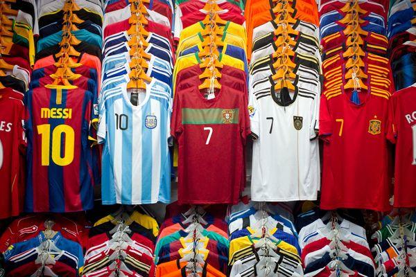 Les maillots de sport font partie des marchandises les plus saisies par la douane des Pyrénées-Orientales.
