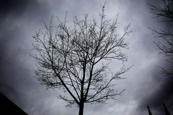 Ce n'est pas ce lundi (ni même cette semaine) que la Normandie émergera durablement des nuages...