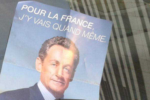 Tract de Nicolas Sarkozy distribué sur les pare-brise de voitures à Paris et en proche banlieue, mardi 29 novembre 2016.