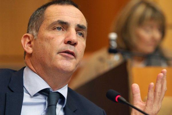 Gilles Simeoni dans l'hémicycle de l'assemblée de Corse.