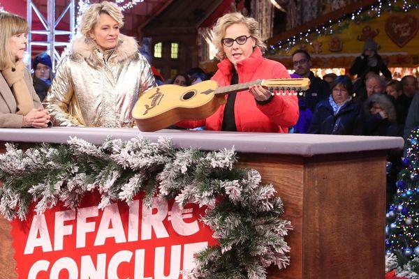 Sophie Davant a tourné son émission de brocante sur le marché de Noël de Mulhouse (Haut-Rhin).