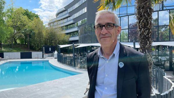Dominique Canaille, gérant du Novotel du site du Futuroscope, à Chasseneuil-du-Poitou.