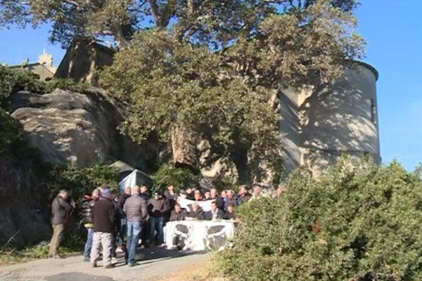 Le mouvement Corsica Libera devant le couvent Santa Catalina à Sisco.