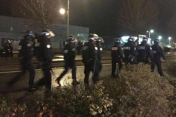 Des incidents se sont produits lors de l'évacuation du barrage filtrant à Poitiers sud, samedi soir.