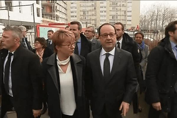 François Hollande, accueilli par Nathalie Appéré,  dans le quartier de Maurepas à Rennes