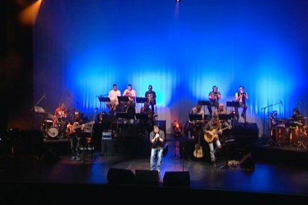 15 musiciens et un chanteurs rendent hommage samedi soir à Nougaro, dans une petite salle de concert à Béziers
