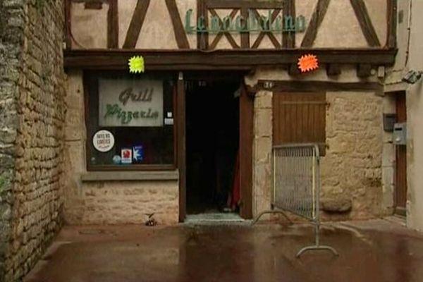 L'intérieur du restaurant a été détruit par l'incendie survenu cette nuit.