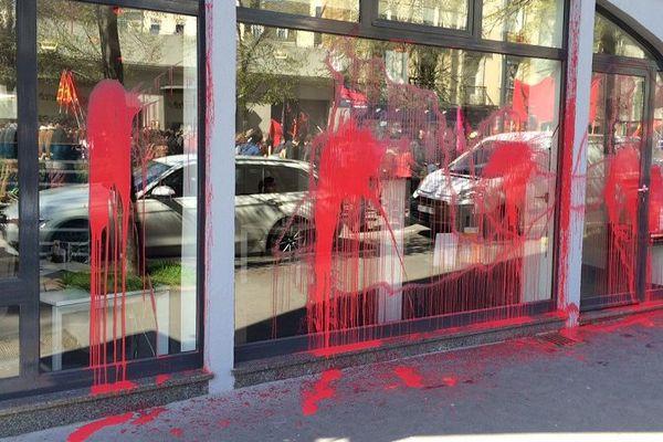 Une vitrine du centre ville de Rennes lors de la manifestation du 28 avril