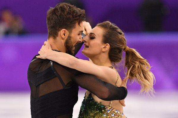 Les vice-champions olympiques de patinage artistique Gabriella Papadakis et Guillaume Cizeron ont survolé le programme court en danse sur glace aux championnats du monde de patinage artistique, vendredi 23 mars, à Milan. Les Clermontois visent un troisième sacre mondial.