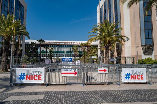 """Deux autres opérations """"coup de poing"""" menées par des militants anti-vaccins ou pass sanitaire ont eu lieu à Nice ces derniers jours"""