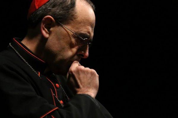 """Des victimes du père Preynat, appartenant à l'association """"La Parole Libérée"""" ont porté plainte contre le cardinal Barbarin pour """"non dénonciation de faits de pédophilie"""""""