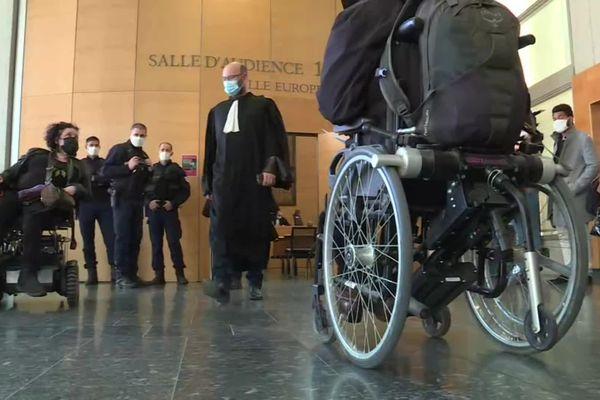 Limité à 28 places, la salle d'audience du Tribunal judiciaire de Toulouse n'était pas adaptée pour accueillir des prévenus et un public en fauteuil roulant.