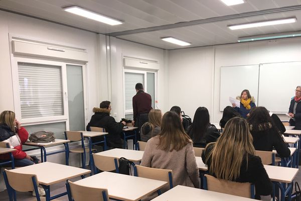 Le lycée Xavier Mallet avait été évacué après le séisme du Teil du 11 novembre 2019