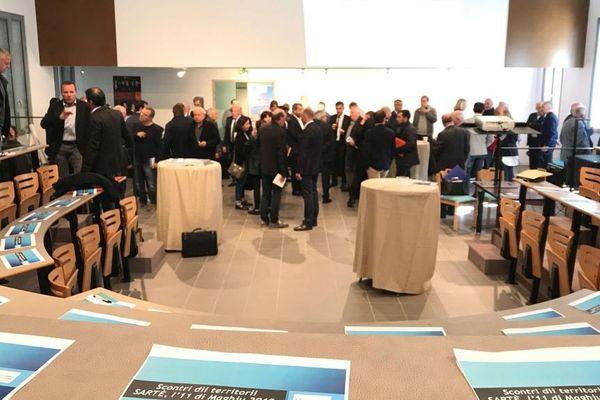 Les débats se sont tenus ce samedi 11 mai à Sartène autour de Gilles Simeoni le président de l'exécutif et de Jean Biancucci.