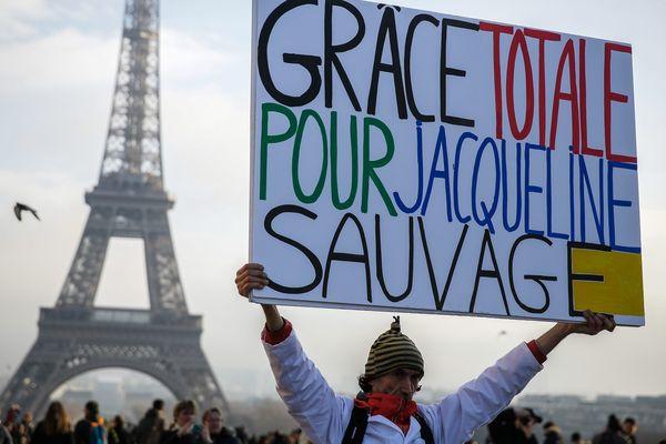 Un manifestant, lors d'un rassemblement de soutien à Jacqueline Sauvage, le 10 décembre 2016.