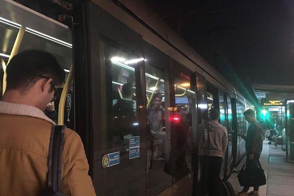 Le trafic a dû s'interrompre sur la ligne de tramway en amont de l'arrêt Victor Hugo.