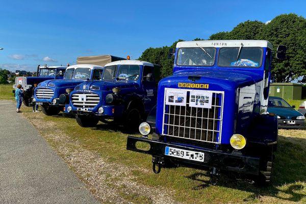 Quelques exemplaires de la collection de camions de Christian Louvet lors d'une exposition sur le champ de foire d'Elbeuf les 12 et 13 juin 2021