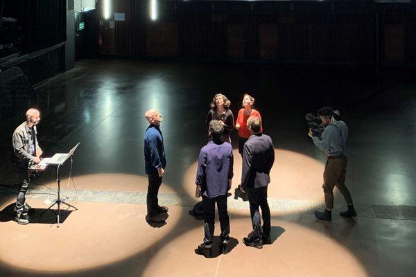 Pendant la captation vidéo du concert de Sylvain GirO et le Chant de la griffe, à la Carène à Brest