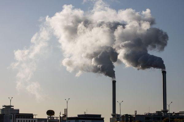 Les cheminées de l'usine d'incinération SYCTOM à Ivry-sur-Seine (illustration).