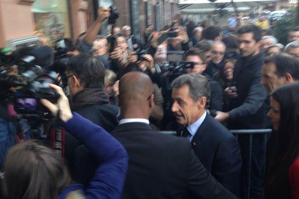 Sarkozy à la librairie Kleber à Strasbourg pour une séance de dédicaces de son livre, mardi 26 janvier 2016