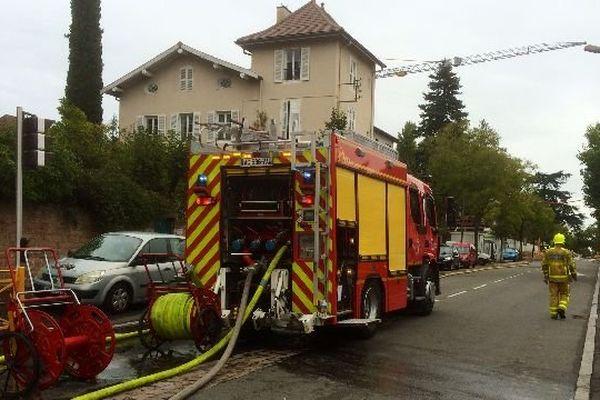 Le collège Louis Pasteur, à Mâcon, en Saône-et-Loire, a été évacué en raison d'une fuite de gaz qui s'est déclarée à proximité de l'établissement mardi 9 septembre 2014.