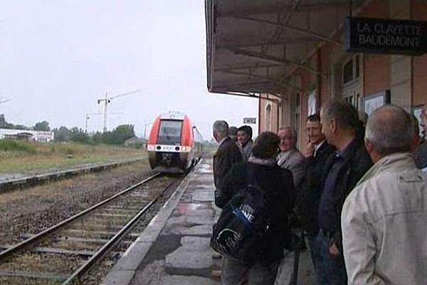 L'association Charolais-Brionnais en Mouvement demande la rénovation de la ligne qui relie Paray-le-Monial, en Saône-et-Loire, à Lyon, dans le Rhône.