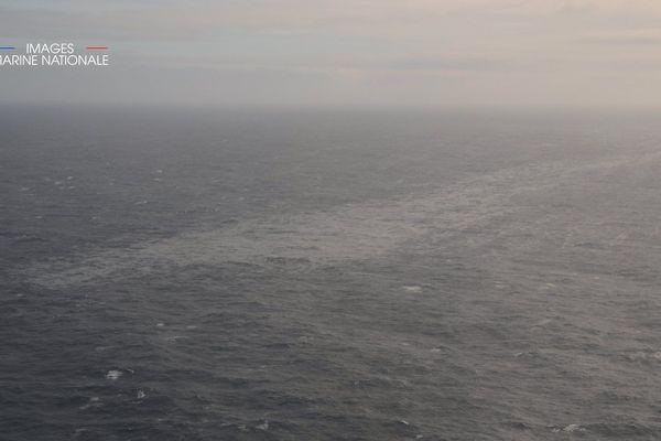 L'une des nappes de fioul observée par avion par la Marine Nationale, le 14 mars, après le naufrage du Grande America.