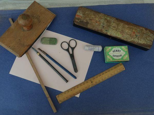 Le nécessaire de l'écolier d'autrefois au musée de l'école de Boulogne-sur-Mer