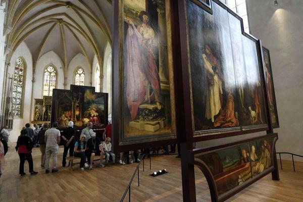 La restauration du retable d'Issenheim se poursuit du 3 juin au 10 juillet sur une partie de l'encadrement, sous les yeux des visiteurs.