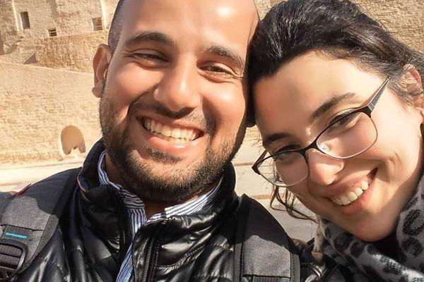 Malika et Hadi, vivants dans deux pays diférents, et séparés par les règles sanitaires depuis novembre 2019, n'ont pas pu ni se voir, ni se marier