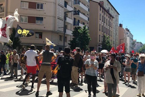 Environ entre 750 et 1500 personnes ont participé à une marche contre les idées d'extrême-droite entre Villeurbanne et Lyon ce dimanche 13 juin