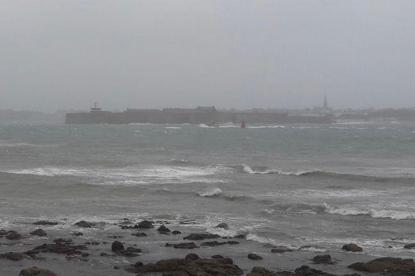 Samedi 2 octobre, pluies abondantes et fortes rafales à Larmor-Plage (Morbihan).