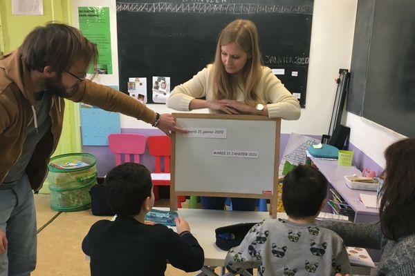 Dans l'ancienne école du village de Bourg Fidèle, des enfants diagnostiqués autistes retrouvent le plaisir d'apprendre et d'être ensembles