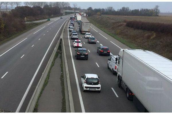 Les gilets jaunes ont rejoint l'autoroute A35 à hauteur d'Ensisheim dans le Haut-Rhin.