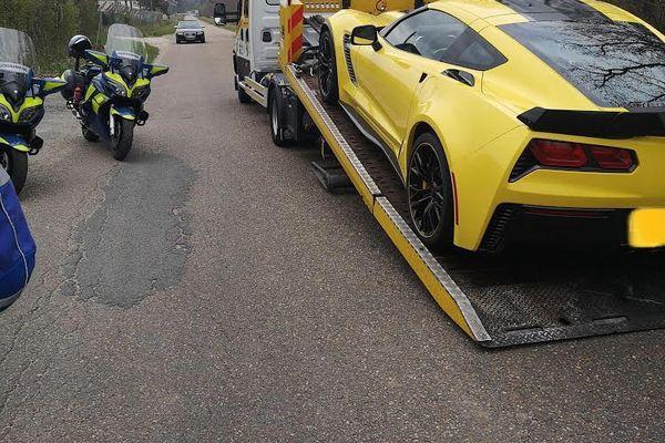 L'une des voitures, une Corvette, a été mise en fourrière.
