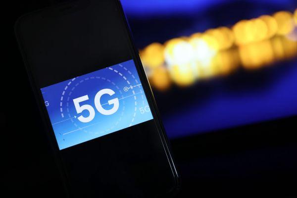 L'ancien maire de Lyon n'en démord pas. Refuser la 5G, cela signifie faire une croix sur bon nombre d'avancées technologiques.