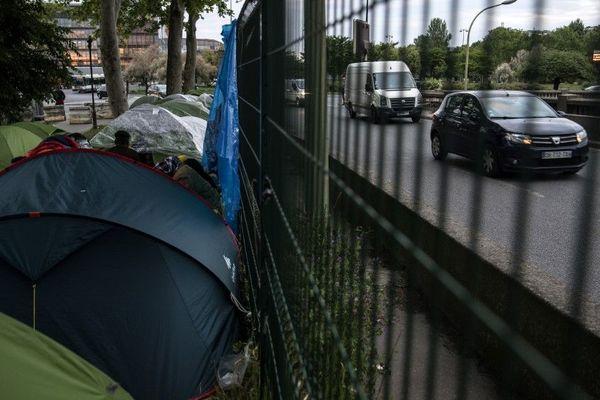 Des tentes installées à côté du périphérique parisien, porte d'Aubervilliers, en mai 2019 (illustration).