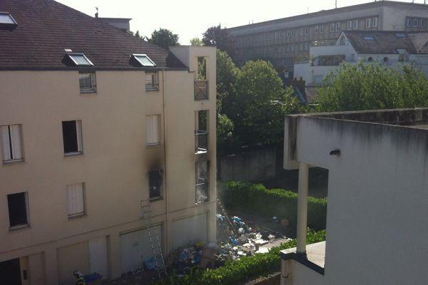 Le corps d'un homme sans vie a été retrouvé dans l'incendie d'un appartement du Cour au Chais à Nantes par les pompiers