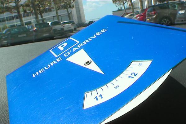 Trois rues aux abords du marché sont concernées pour l'instant avec un stationnement limité à 1h30.