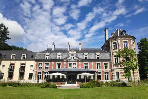 Au domaine de Busnes, vous pouvez y découvrir 6 hectares dédiés à la nature et au respect des produits et goûter la cuisine du nouveau chef, Christophe Dufossé.