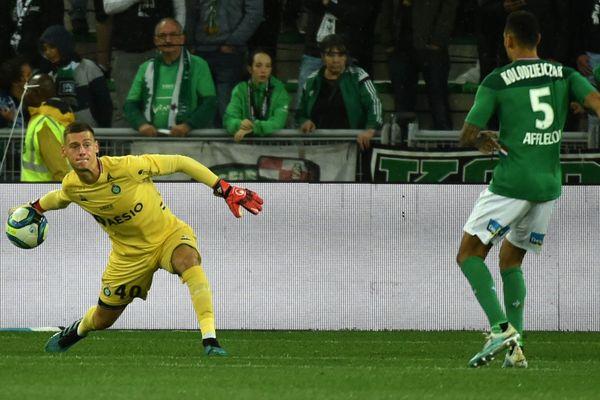 Le jeune gardien Stefan Bajic n'a pas fait le poids face à la seule occasion messine, ce mercredi 25 septembre à Saint-Etienne